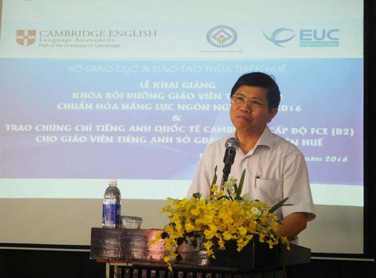 NGƯT. TS. Phạm Văn Hùng, Giám đốc Sở GD&ĐT TT Huế  phát biểu tại Lễ Khai giảng Khóa học